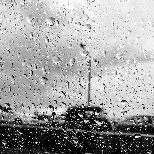 Today it rained, in black and white. Black White India Indiapictures Mumbai MumbaiInBlackandwhite more coming soon!