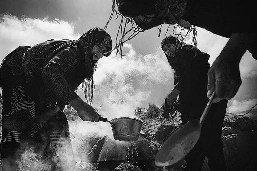 The gypsy are cooking rice. Gettyimages Blackandwhite Bnw_eye Bnw_life Bnw Bnw_captures Bnw_society Bw_batavia Bwstyles_gf Insta_bw Bw_society Roozdaily Worldbestshot Gypsy Rice Iran