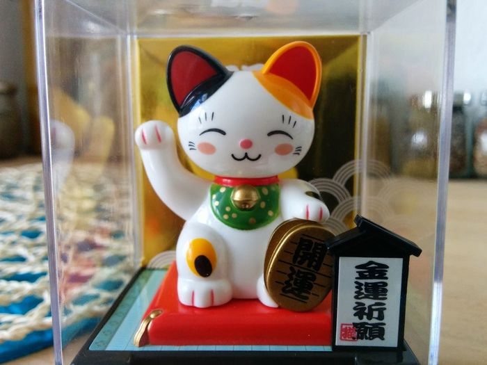 Close-up Decoration Japanese Cat Lucky Cat Lucky Cats Multi Colored Smiling Cat Waving