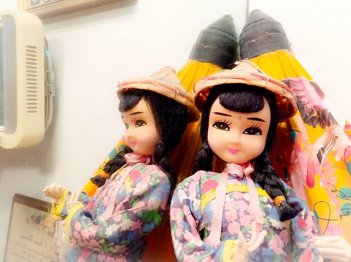Two Is Better Than One Doll Girl Face Expression Hat Hairstyle Clothing Chinese Doll Umbrella Mirror Reflection Double Colors Home California
