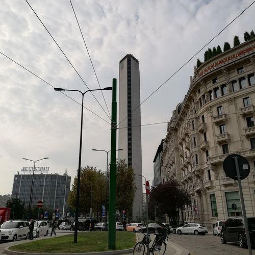 """Il """"Pirellone"""", visto da piazza IV Novembre Milano Pirelli Skyscraper City Architecture Building Exterior Built Structure"""