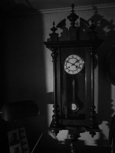 Hour Noir Et