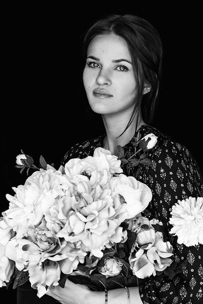 Black And White Black Background Blackandwhite Bnw Canon Dreamer Eye4photography  Eyes Flower Fragility Freshness Girl Lifestyles Look Monochrome Nature People Portrait Real People Woman