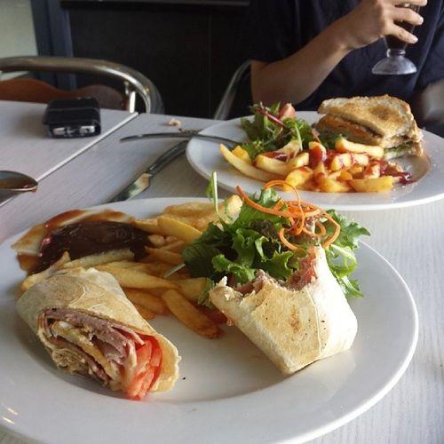 Breakfast with besko Homerscafe Homersclubsandwich @anthones