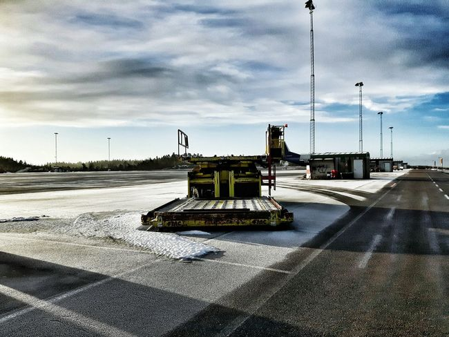 Airport Wintertime Airportphotography Showcase: February Samsungphotography STAND Apron Equipment Highloader Old Equipment Fmc