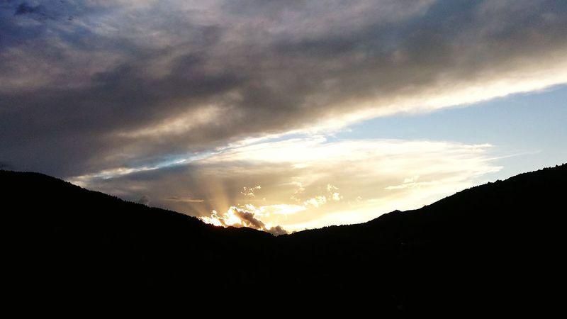Anochecer en Thermes de Saint Louis, Francia First Eyeem Photo Sunset Sunset #sun #clouds #skylovers #sky #nature #beautifulinnature #naturalbeauty #photography #landscape Sunset Mountain