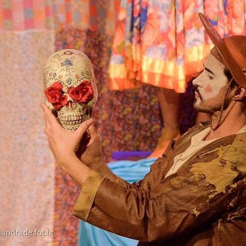 HAMELETE - O CORDEL @grupocareta Teatro Hamelete Grupocareta Theater Culturaatibaia Sampa Artepaulista Cenario Cordel Shakespeare Hamlet Artbaia Photography Picoftheday Instago Palco