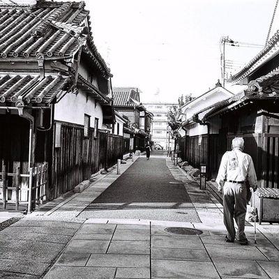 Blackandwhite Ilford Ilfordfilm Tondabayashi Japan Road People Cymera Cymeraapp 35mm Film Filmphotography Filmstagram VSCO Vscocam Vscofilm OSAKA