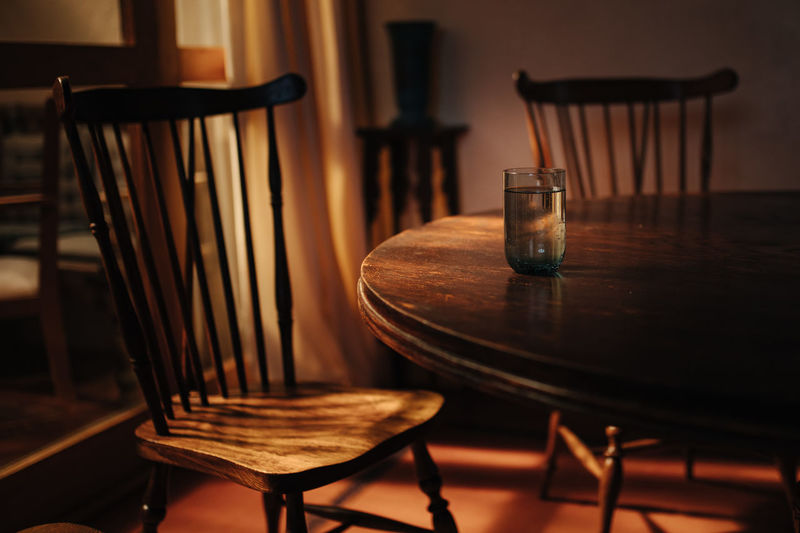 Table Chair Seat Wood - Material Indoors  No People Empty Absence Still Life Furniture Plate Business Home Interior Restaurant Setting Dining Table Nature Close-up Food And Drink Glass Electric Lamp Crockery