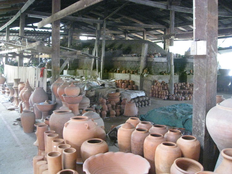 Claypot Clay Handmade Trip Island Tour River Chao Phaya River Ko Kret เกาะเกร็ด นนทบุรี Nonthaburi EyeEm Selects Pottery Ceramics For Sale Market Earthenware Jar Art And Craft