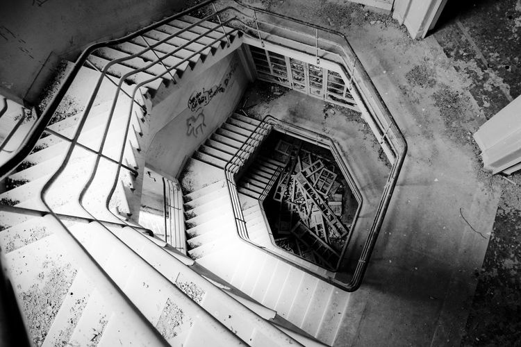 Ex Ospedale Rocco La Russa (abandoned) Dark Forgotten Gothic Hospital Sicily Trapani Abandoned Damaged Decommissioned Deserted Dreary Erice Gloomy Indoor Inside Italy Lock Oblivion Oblivion Of Being Old Hospital Pigeons Reportage Reportage Rusty Tuberculosis