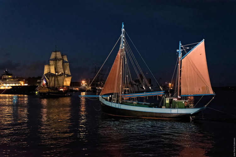 Parade nocturne Boat Brest Brest 2016 Brest2016 Fêtes Maritimes Illuminated Mode Of Transport Nautical Vessel Night No People Outdoors Rippled River Sailing Sky Travel Destinations Water Waterfront