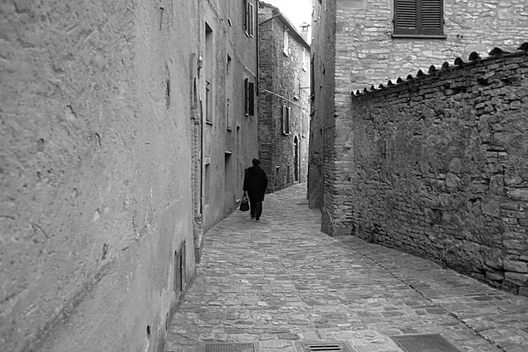 Narrow alley in alley