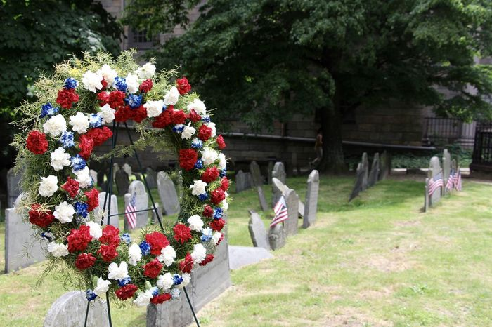 Boston Bunch Of Flowers Day Famous Place Fragility FreedomTrail Freshness Graveyard Graveyard Beauty Historical Place Memorial Day Remembrance Springtime Tranquility Vibrant Color Wreath Wreath Of Flowers