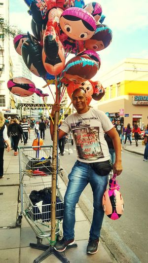 Vendedor Ambulante Full Length One Person Arts Culture And Entertainment Outdoors Adult City Day One Man Only People Baloons🎈 Balões The Great Outdoors - 2017 EyeEm Awards Brasil ♥ Real People Adult The Street Photographer - 2017 EyeEm Awards Multi Colored The Portraitist - 2017 EyeEm Awards EyeEmNewHere