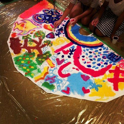 江之子島創造文化センターにて。こどもたちが、絵を描いてテント(ティピ)をつくるそうです! Enoco こどもの絵