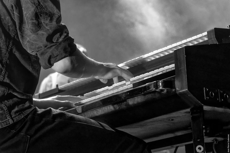 L'organiste Black & White Black And White Blackandwhite Close-up HAMMOND ORGAN Music Music Musical Instrument Musician Noir Et Blanc One Person Organ People Playing Real People Skill