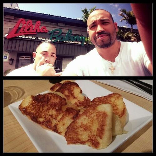 The foodies about to go ham on some local food. Nycalive @gurus_foodnetwork Food Hawaii Honalulu foodies somuchfood itbegins sweetbread selfienation imsofull fatboystatus timetogetfat morepicscoming pictures randomtrips 808 808allday