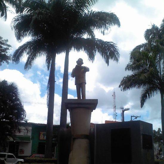 Praça que leva o nome de Gonçalves Dias, poeta imortal caxiense...pra quem não sabe, no Hino Nacional contém um trecho de um de seus maiores poemas, Canção do Exílio... Caxiasma Cultura Visite Conhe ça