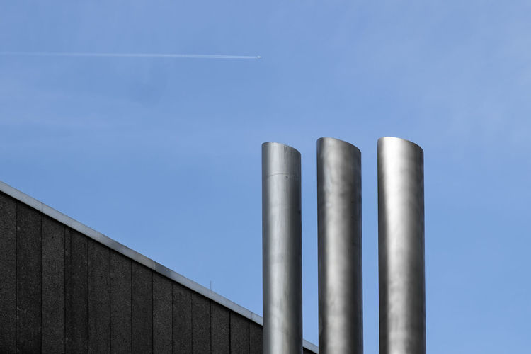 Threeinarow Berlin Photography Minimalist Architecture Architectural Column Architectural Detail Architectural Feature Architecture Architecturelovers Blue Built_Structure Clear Sky Fujix_berlin Fujixseries Metal Minimalism Minimalist Photography  Minimalobsession No People Outdoors Ralfpollack_fotografie Steel Fresh On Market 2017 The Graphic City Colour Your Horizn The Architect - 2018 EyeEm Awards