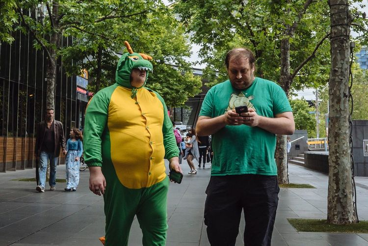 Streetphotography Streetphoto_color Streets Of Melbourne Everyday Australia SonyA7s Sony Australia VSCO MelbournePhotographer People Watching