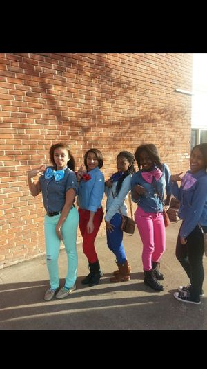 my gurls on twin day look crute