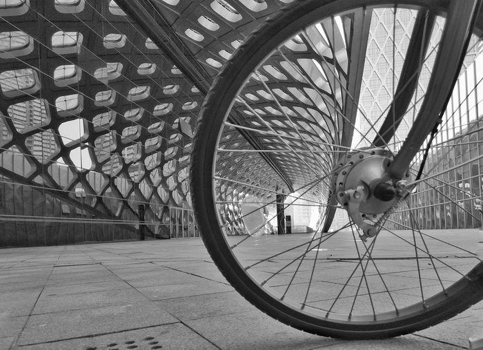 车轮 Transportation Wheel Land Vehicle No People Indoors  Spoke Architecture Day Adapted To The City