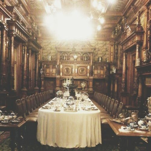 This is my favourite room from the castle Peles. Castle Peles Visitromania Romania romaniamagica sinaia room rich dinner gorgeous photowall picoftheday photography vscocam vscogood vscoedit vsco travelling trip instagramers ig_romania instamood