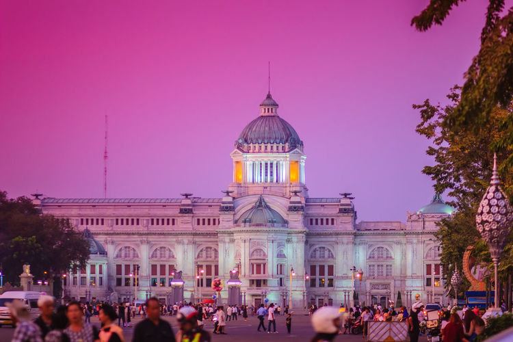 Beautiful evening view of Ananta Samakhom Throne Hall, the former royal reception hall within Dusit Palace and the most famous tourist attraction in Bangkok, Thailand. Ananta Samakhom Palace Ananta Samakhom Throne Hall Tourist Attraction  Ananta Samakhom Throne Hall, Architecture Building Building Exterior Built Structure City Crowd Dome Dusit Palace Dusk Group Of People Illuminated Large Group Of People Men Nature Outdoors Purple Real People Royal Reception Hall Sky Tourism Tourist Attraction In Thailand Tourist Attractions Travel Travel Destinations Tree