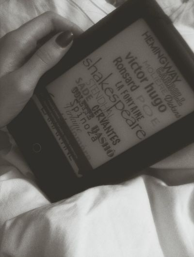 Reading A Book Relaxing Capa Filter Blackandwhite