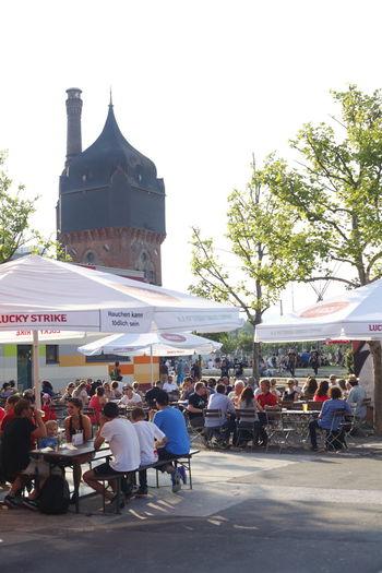 Kulturzentrum Schlachthof mit ehemaligen Wasserturm und Außengastronomie Wiesbaden, Hessen, Deutschland Biergarten Gastro Restaurant Schlachthof Tourism Wasserturm Water Wiesbaden