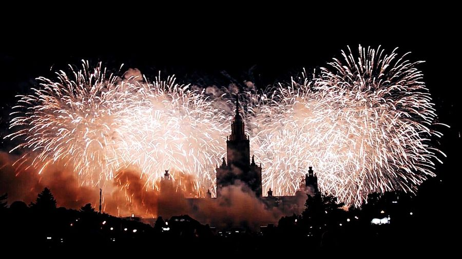 Celebration Firework Display Motion Night Exploding Firework - Man Made Object Long Exposure Sparks Firework Illuminated Event Arts Culture And Entertainment Architecture Built Structure Building Exterior Blurred Motion Glowing Entertainment Sky Celebration Event Круг света КругСвета Msu