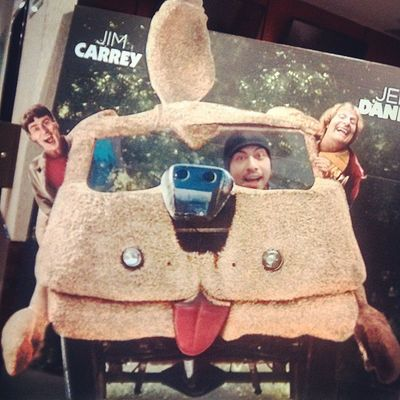 Hahaha what Funny Face of mine, I've enjoyed watching the MOVIE Dumbanddumberto Was great see these amazing actors together again , jimcarrey jeffdanields , A really nice moment next to @freeaky_princess (thanks for the pic I love watching this movie with chu Babez)