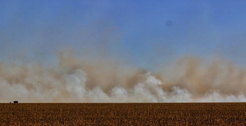 Kansas Wildfire Smoky Sky Grass Fire Fighting Fire Brave