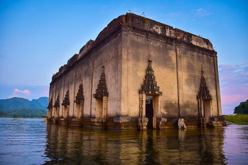 Sailing Temple Landscape Ontheriver Sangklaburi Kanchanaburi Thailand Myanmar Vacations