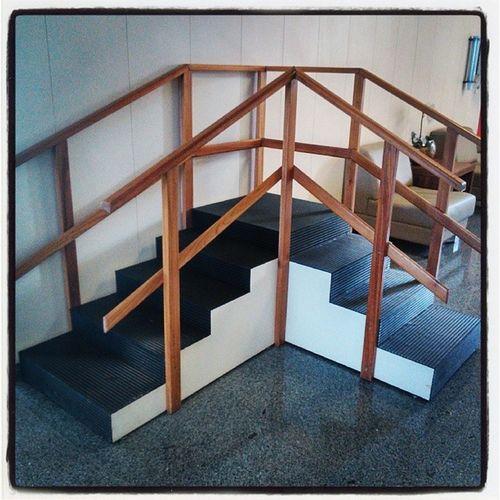 Escada que te leva de nenhum lugar a lugar algum. '-'