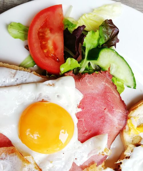 Breakfast with bacon and fried egg on a toast with fresh lettuce and tomatoes for healthy eating Breakfast Morning Healthy Eating Healthy Lifestyle Healthy Food Pork Toasted Lettuce Vegetable Tasty Colorful Delicious Food And Drink Foodphotography Food Morning Rituals Breakfast Breakfast Time Traditional Typical Enjoying Life Close-up Food And Drink Fried Egg Egg Yolk Bacon Frying Pan Egg White English Breakfast Fried Toasted Bread Continental Breakfast