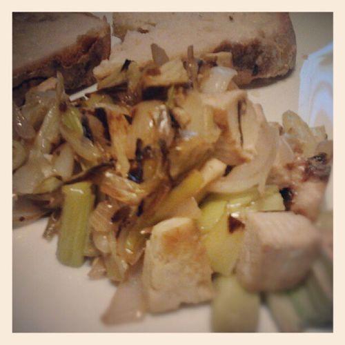 Tofu, scallion and leeks with sourdough bread. Tofu, scalogno, porri e pane con la pastamadre. # veganfoodporn #veganfoodshare #vegans #vegansofig #vegansofinstagram #govegan #sourdough #homemade #bread #tofu #fattoincasa #ricette #ricettevegan #ricetteve Scalogno Ricettevegan GoVegan Fattoincasa Bread Homemade Sourdough Tofu Veganfoodshare Vegansofig Leek Vegans Vegansofinstagram Ricette Ricettevegane Scallion Porri
