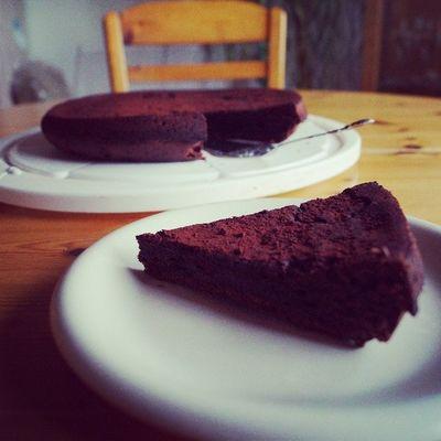 Kuchen Schokokuchen Schokolade Schoko ChocolatcakeyummimampftarteauchocolatfranzösischerSchokokuchenMusterBlumenSternesoleckerKuchesiehtschlimmaussorrymumbackenfollow4followspam4spameverybodylikesfashioncake