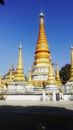Religion Gold Colored Gold Place Of Worship Pagoda Glittering No People Spirituality Outdoors Architecture Sky Night