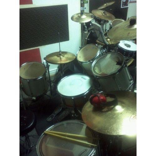 Depois de quase um mês,finalmente de volta as aulas!!! BaterasBeat Drums