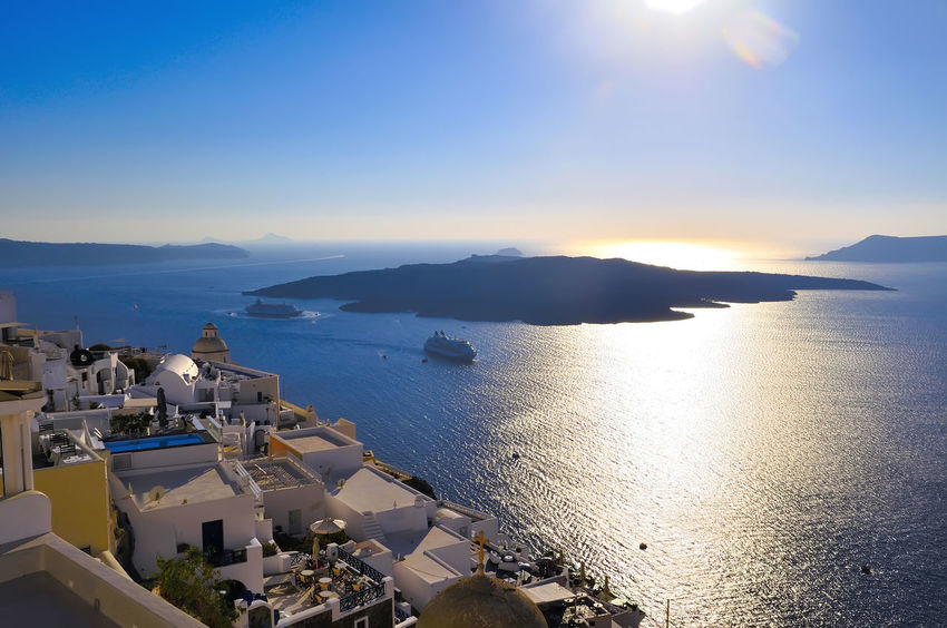 santorini grecia Grecia Santorini, Greece Architecture Beauty In Nature Blue Building Exterior Built Structure Clear Sky Day Harbor High Angle View Horizon Over Water Mountain Nature Nautical Vessel No People Outdoors Scenics Sea Sky Sunlight Sunset Tranquil Scene Tranquility Travel Destinations Turismo Isla Water