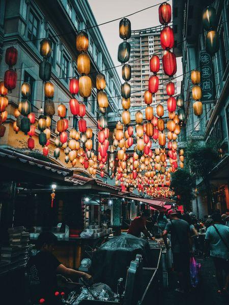 Dark Alley EyeEmNewHere Dark Alley Cina Town Lantern Japanese Lantern Red Orange Green Hangging Outdoor Treet Street Food Crownded People Busy Asian  ASIA Filipino Divisoria Buildings Illuminate Day
