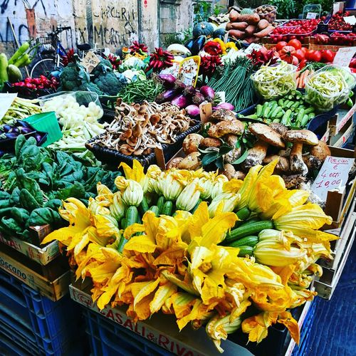 Fiori Pisa Mercato Summer Lestatestafinendo Flower Freshness Fragility Yellow For Sale Flower Head Bouquet Large Group Of Objects Variation Selective Focus Petal Vibrant Color Close-up Beauty In Nature Abundance Nature Retail  Multi Colored Choice Bunch Of Flowers
