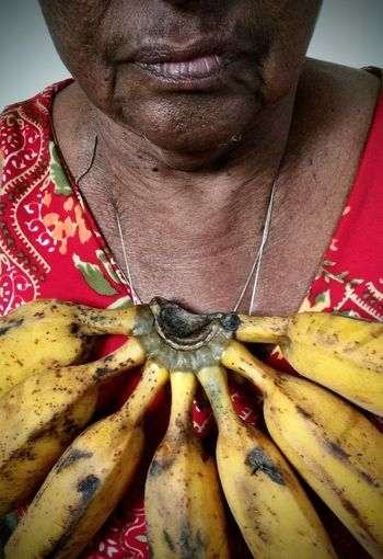 colar de banana Neckless Eyeem Market Neckline Banana Fruit Figo Afro American African Beauty African Style  Elderly Woman Brown Color Skin Art Urban Fashion Jungle Close-up Human Neck Pretty Human Lips Chin