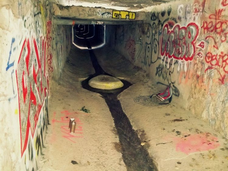 Graffiti Graffiti Spraying Day No People Architecture Outdoors Dirty Cave Close-up Decor Urban City Kagarot