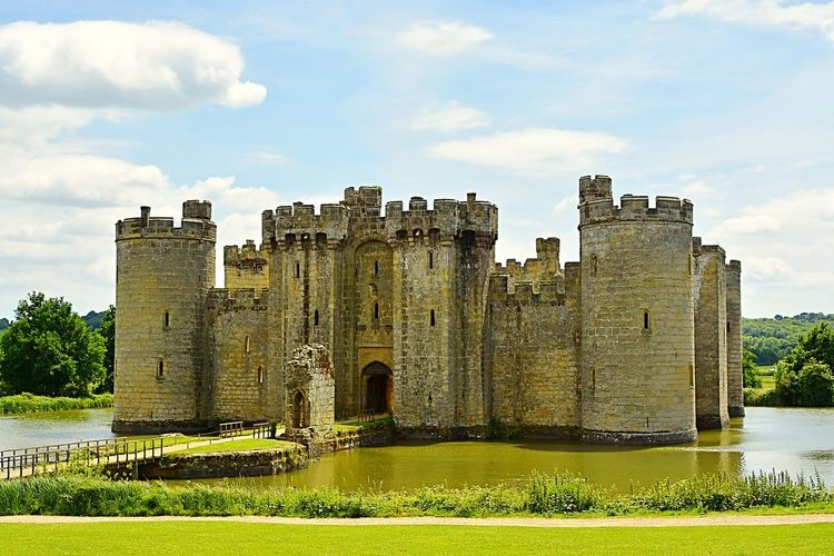 Bodiam Castle, East Sussex, England, on a beautiful summer's day. England Water Fortress Warm English Heritage Summer Moated Moat Bodiam Castle Bodiam East Sussex Attraction Tourist Tourism Medieval Architecture Built Structure History The Past Building Exterior Nature Grass Building Castle Ancient Travel Destinations Travel Old Fort No People