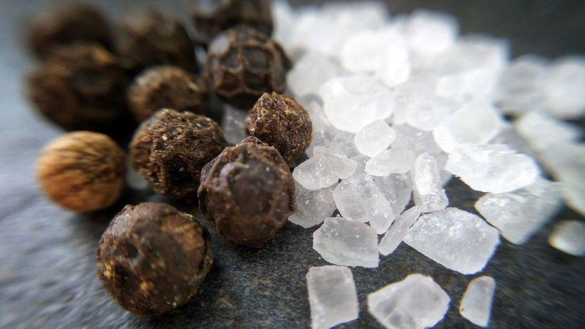 Pepper - Seasoning Peppercorns Flavor Flavour Seasonings Macro Salt - Mineral Salt Crystal Food And Drink Sea Salt Salt And Pepper Salt Pepper