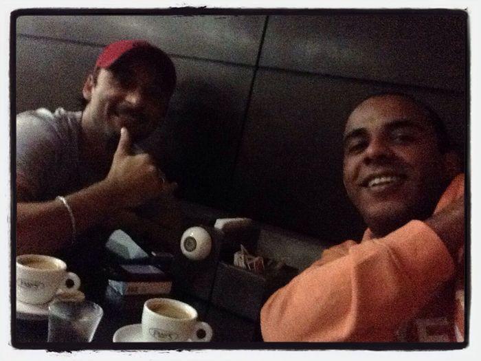 Café e conversa afiada... Coffee And Cigarettes Overdose de cafeína... Kkkkkk.