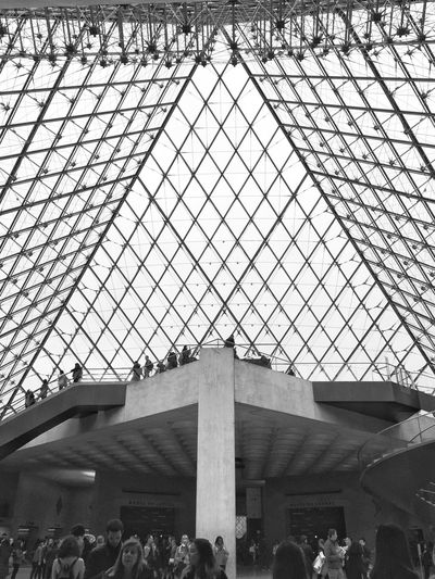 Louvre Museum EyeEm Gallery Bnw_collection Bnw_captures Bnw_from_beneath Bnw_friday_eyeemchallenge Architecture Built Structure Group Of People Low Angle View Pattern Crowd Day Modern Large Group Of People Travel Destinations Skylight